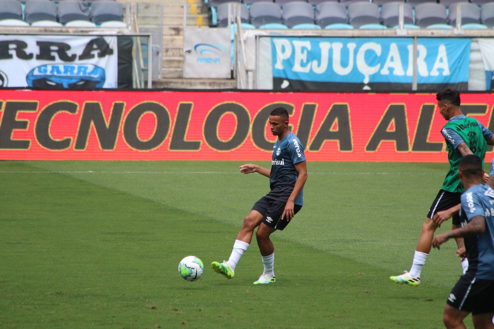 Vanderson ficou no banco contra o Cuiabá — Foto: Eduardo Moura