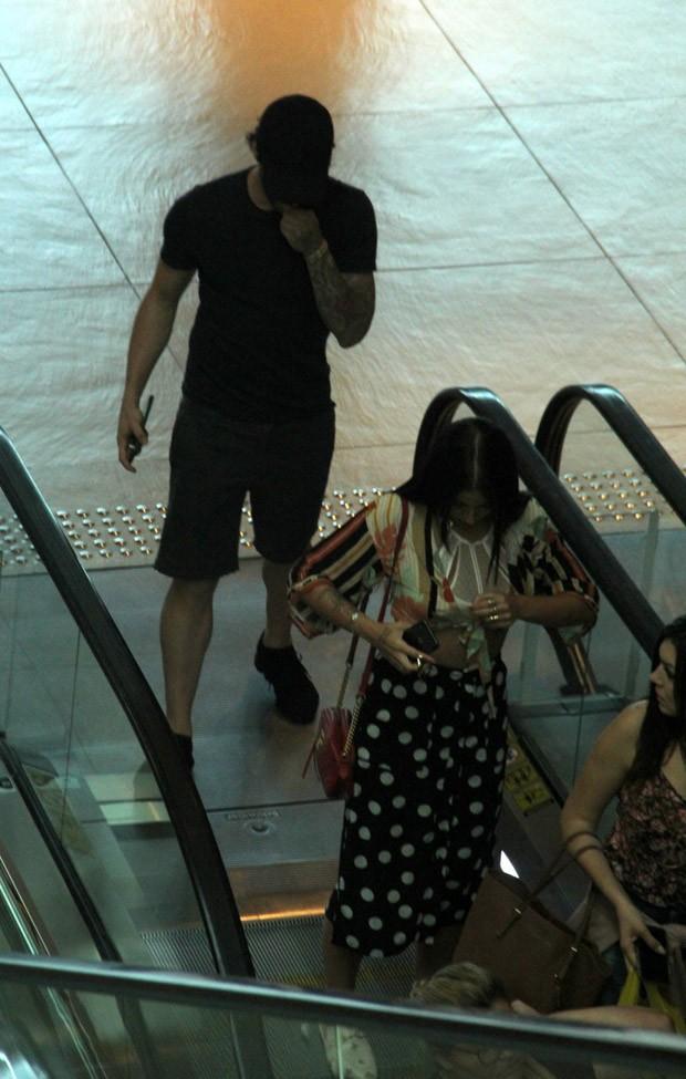 Alexandre Pato e Bianca Andrade são fotografados juntos no Rio (Foto: J Humberto/AgNews)