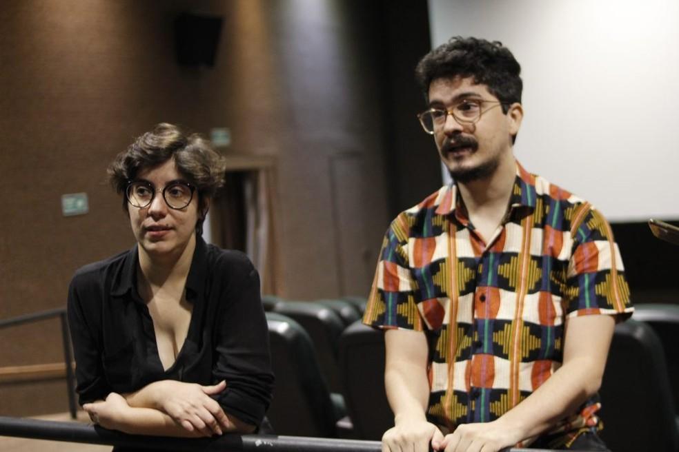 Mariah Benaglia e Ramon Porto Mota, da produtora Vermelho Profundo, vão fazer lives sobre cinema de terror na mostra'macaBRo' — Foto: Bruna Cairo/Jornal da Paraíba