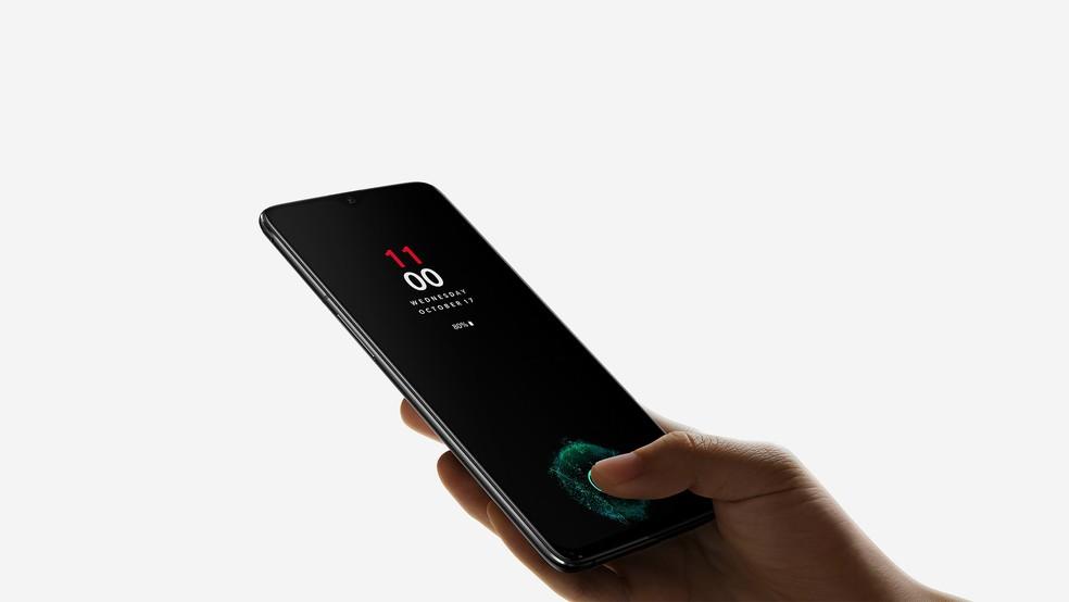 Leitor de digitais inicluído na tela é três vezes mais rápido que o FaceID da Apple, promete a OnePlus — Foto: Divulgação/OnePlus