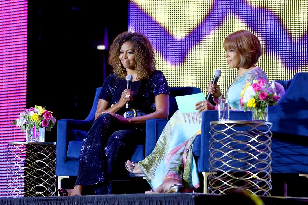 Michelle Obama apareceu com cabelo cacheado em evento no dia 6 de julho em Nova Orleans, na Louisiana. — Foto: Bennett Raglin / Getty Images North America / AFP