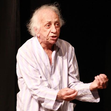 Flavio Migliaccio em 'Confissões de um senhor de idade' (Foto: Divulgação)