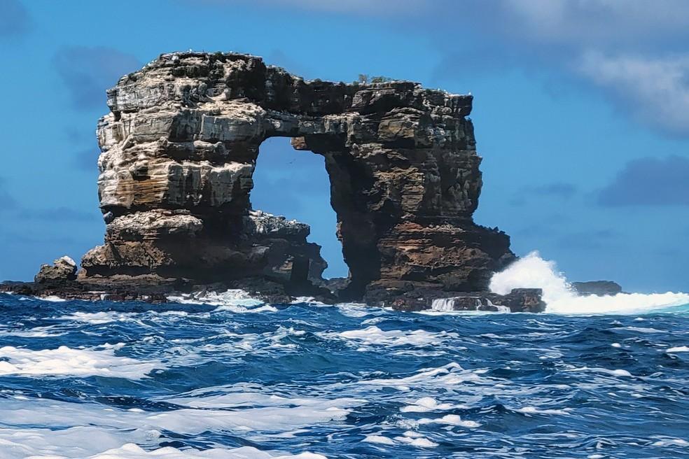 Arco de Darwin, formação rochosa em Galápagos, sofre erosão e desmorona | Turismo e Viagem | G1