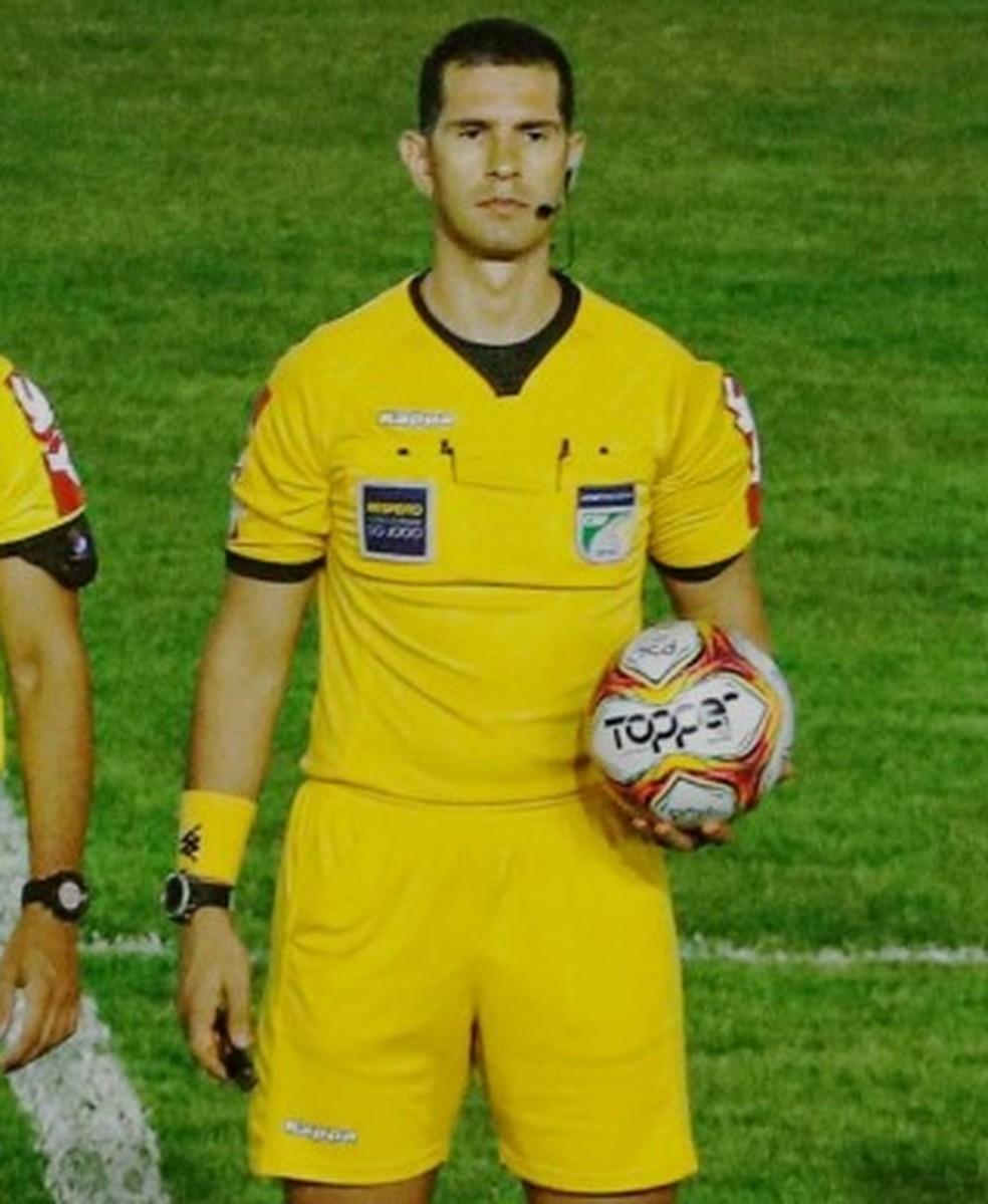 Alisson Sidnei Furtado, do Tocantins, apita América-RN x Galvez, volta das  oitavas de final | brasileirão série d | ge