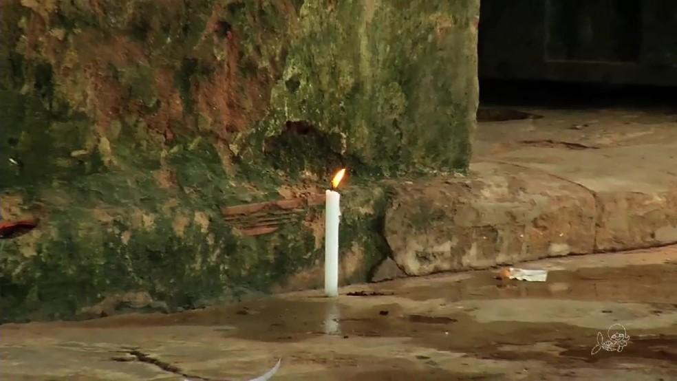 No dia seguinte ao tiroteio, famílias oraram e pediram paz (Foto: TV Verdes Mares/Reprodução)