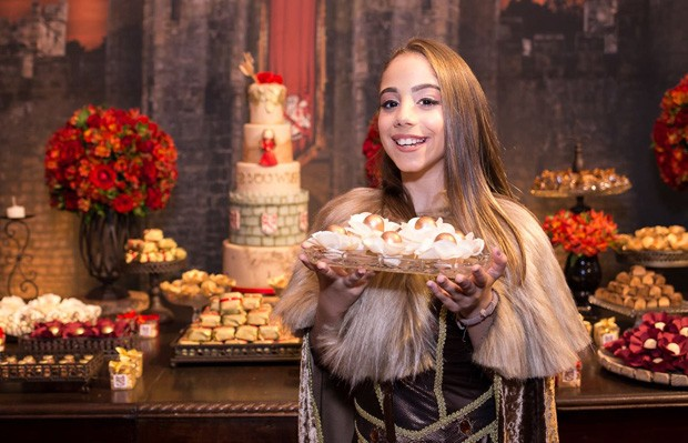Leandra Caetano se inspirou em Bruna Marquezine em Deus Salve o Rei para aniversário (Foto: Divulgação: VeW Fotografia/ Palmer Assessoria de Comunicação)