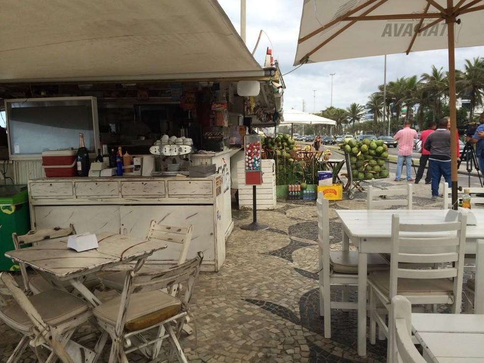 Quiosque na orla da Barra da Tijuca perto de onde o crime ocorreu (Foto: Alba Valéria Mendonça / G1)