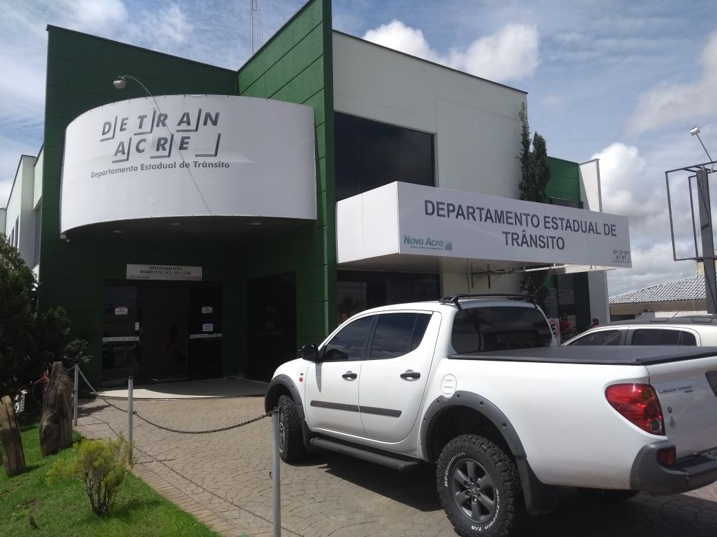 Detran notifica donos de mais de 50 veículos que podem ir a leilão em três cidades do Acre - Notícias - Plantão Diário