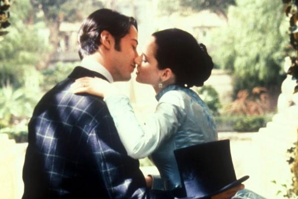 Keanu Reeves e Winona Ryder em cena do clássico Drácula de Bram Stoker (1992) (Foto: Reprodução)