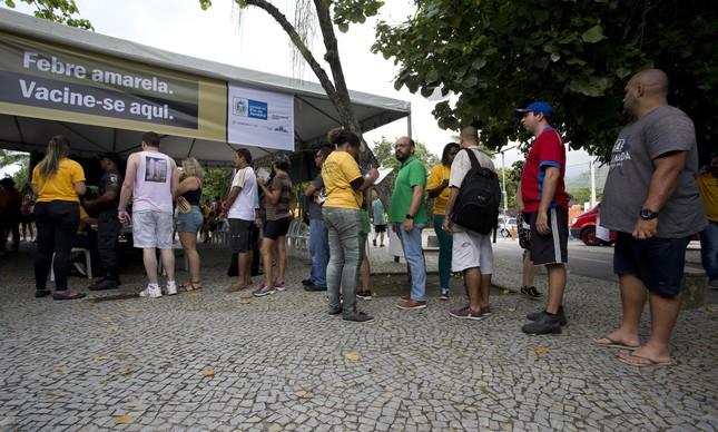 População faz fila em frente a ponto de vacinação montado no Parque dos Patins, na Lagoa