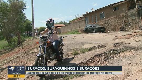 Buracos e entulhos em bairro de São José do Rio Pardo geram transtornos a moradores