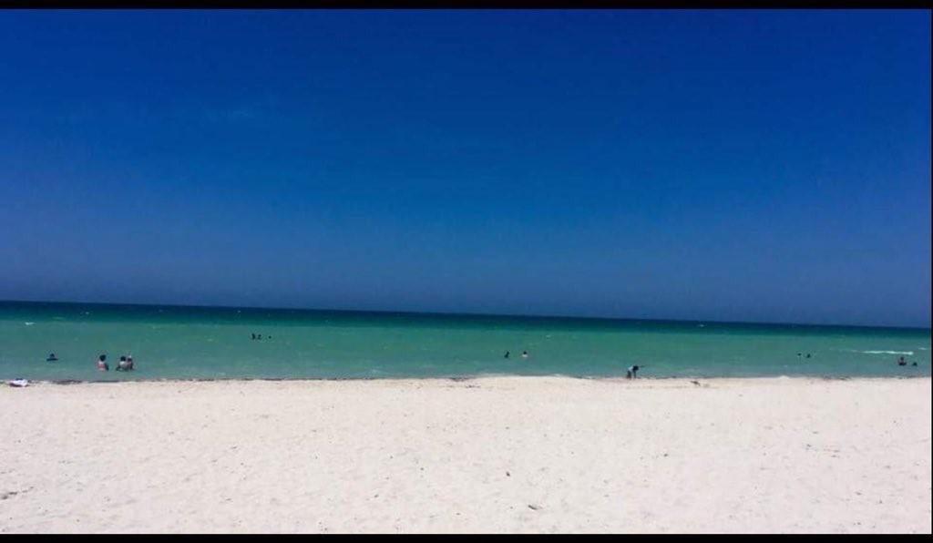 Foto original da praia (Foto: Reprodução/Twitter)