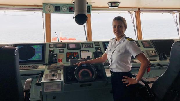 Daisy Lima da Silva é a a 1ª comandante feminina da Aliança Navegação e Logística e a primeira brasileira a comandar um navio porta-contêineres (Foto: Divulgação)