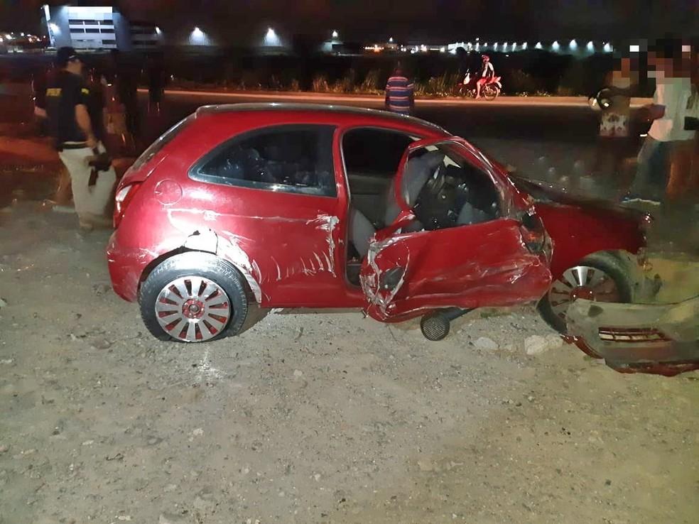 Carro foi atingido por caminhão e duas jovens morreram, na BR-101, no Grande Recife, segundo a Polícia Rodoviária Federal (PRF) — Foto: Polícia Rodoviária Federal/Divulgação