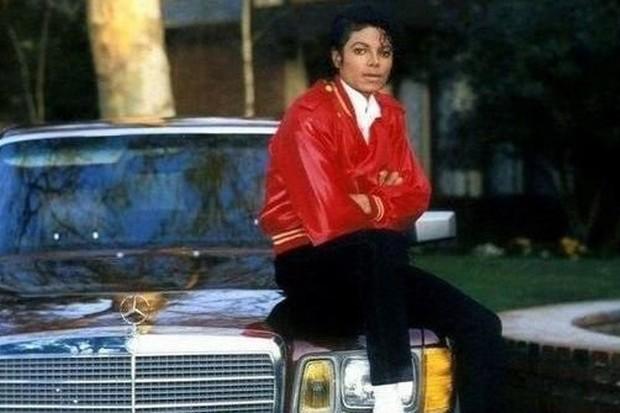Michael Jackson era um grande apaixonado por carros de luxo (Foto: Reprodução)