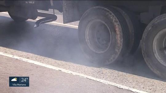 Ônibus e caminhões a diesel são responsáveis por quase metade da poluição do ar de SP, diz estudo da USP