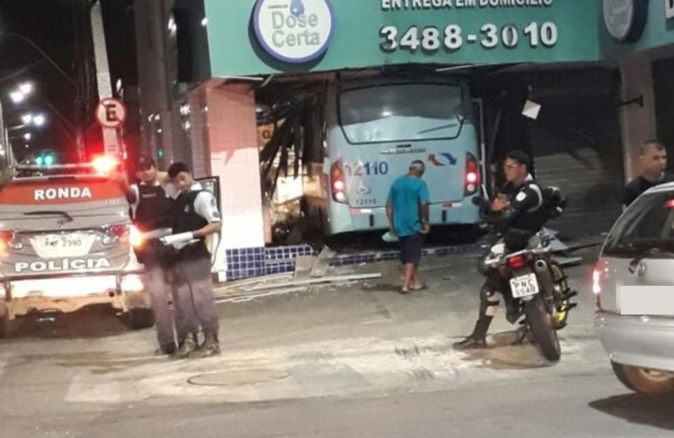 Suspeita é de que o motorista tenha cochilado antes da colisão (Foto: Arquivo pessoal)