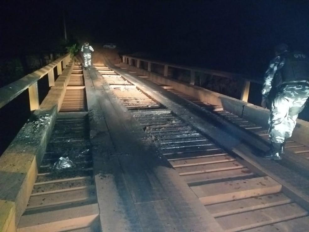 Criminosos teriam tentado queimar uma ponte na rodovia Transcametá.  — Foto: Reprodução