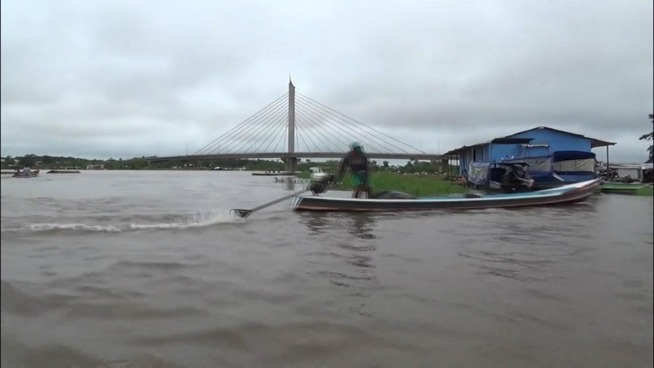 Famílias desabrigadas em Cruzeiro do Sul são levadas para abrigos no município