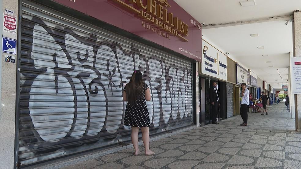 Joalheria no Setor Comercial Sul. em Brasília, fecha as portas após assalto — Foto: TV Globo/Reprodução