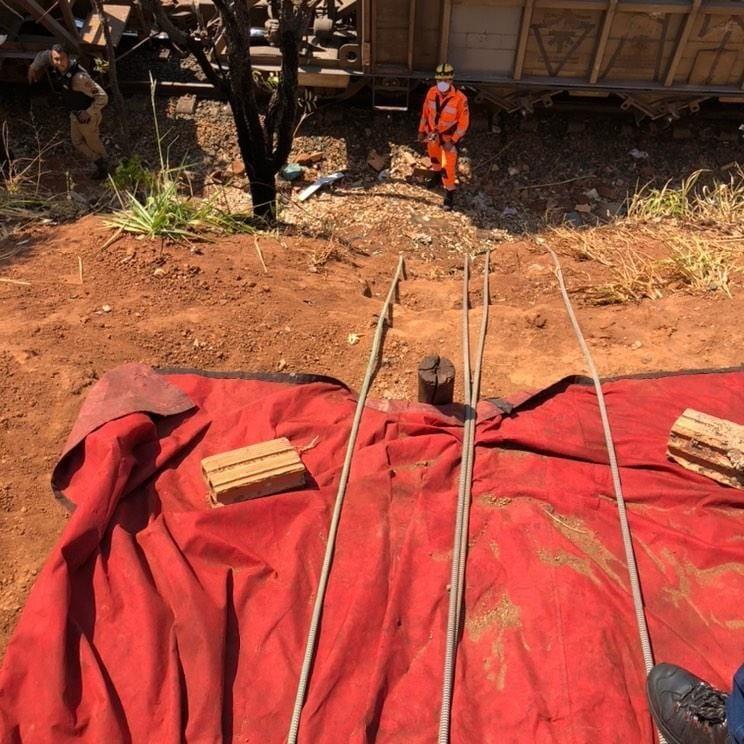 Pedestre morre atropelado em linha férrea em Uberaba