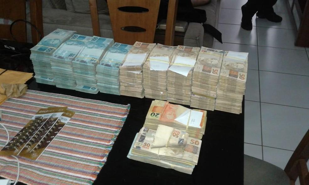 Dinheiro apreendido com motorista de Jayme Rincon na operação Cash Delivery — Foto: Reprodução