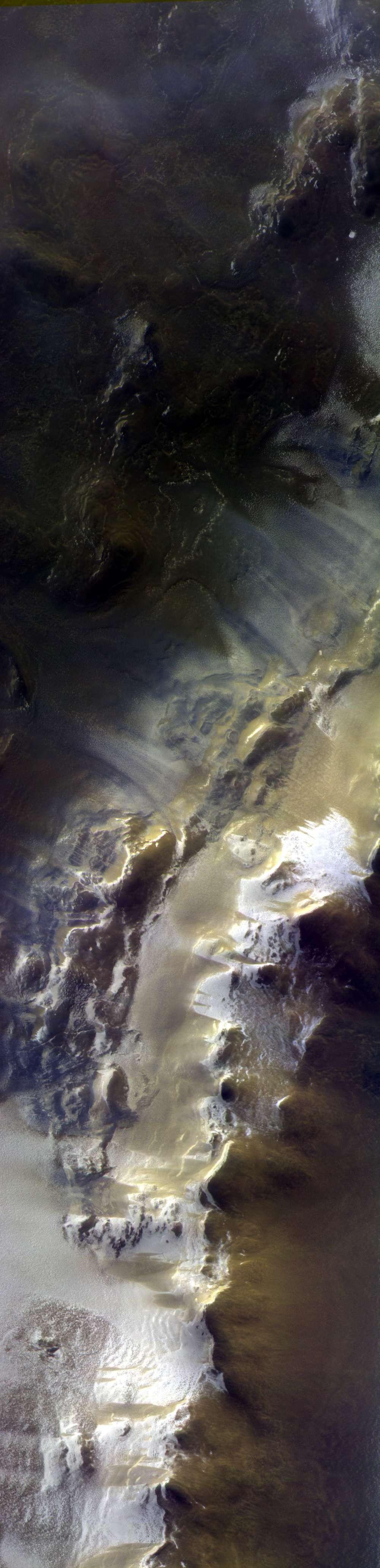Imagem mostra trecho de 40 quilômetros de extensão na Cratera Korolev (Foto: ESA/Roscosmos/CaSSIS)