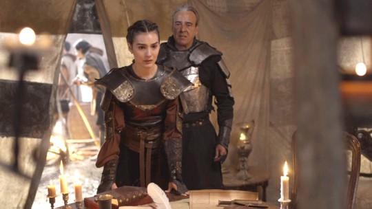 Selena descobre que é filha do rei Otávio e internet vai 'à loucura'
