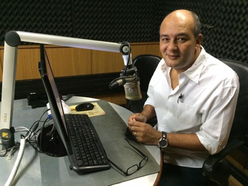 Morre jornalista Roberto Fernandes, aos 61 anos — Foto: Reprodução/Redes Sociais