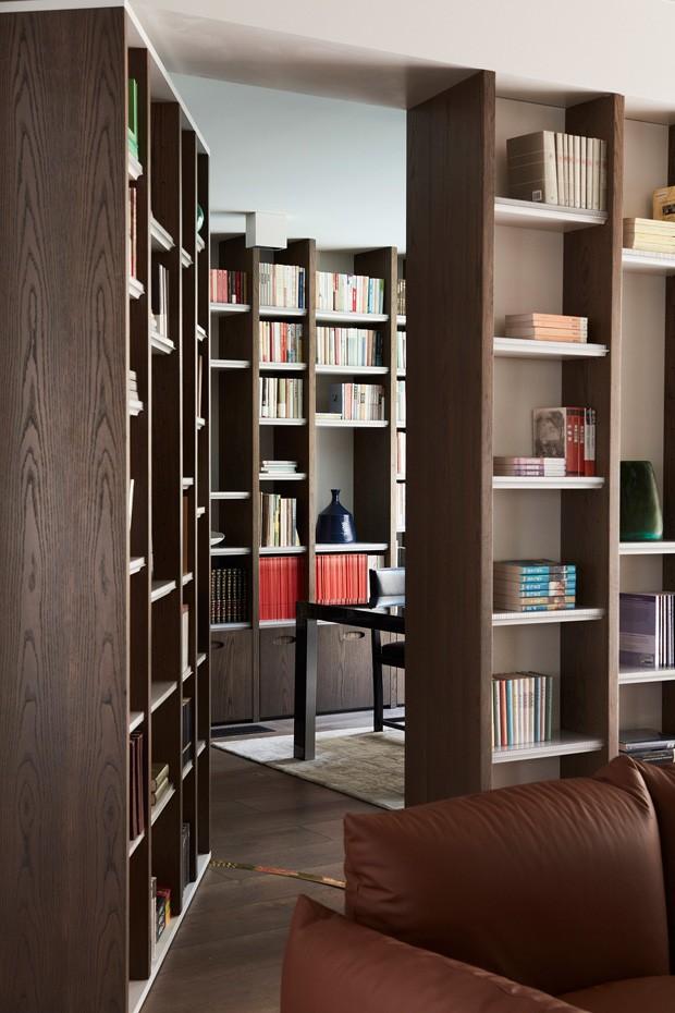 Casa tem arquitetura inspirada em pilha de livros (Foto:  Justin Alexander, Prue Roscoe e Edward Birch/Divulgação)