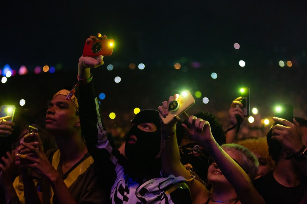 Fãs curtem show do Twenty One Pilots no Lollapalooza 2019 — Foto: Diego Baravelli/G1