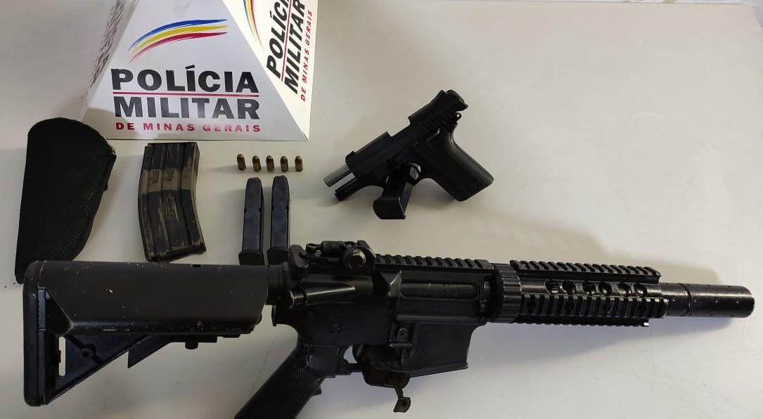 PM apreende pistola semiautomática e réplica de fuzil em Nova Serrana
