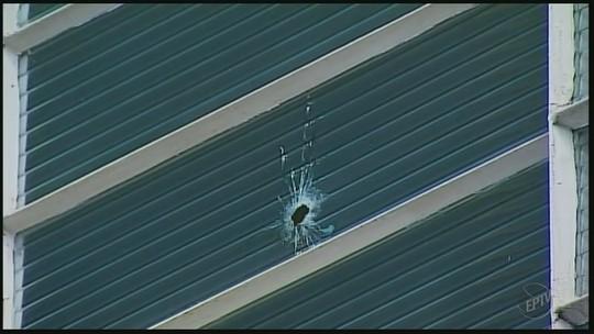 Criminosos disparam tiros durante arrombamentos a agência bancária e loja em Jacuí, MG