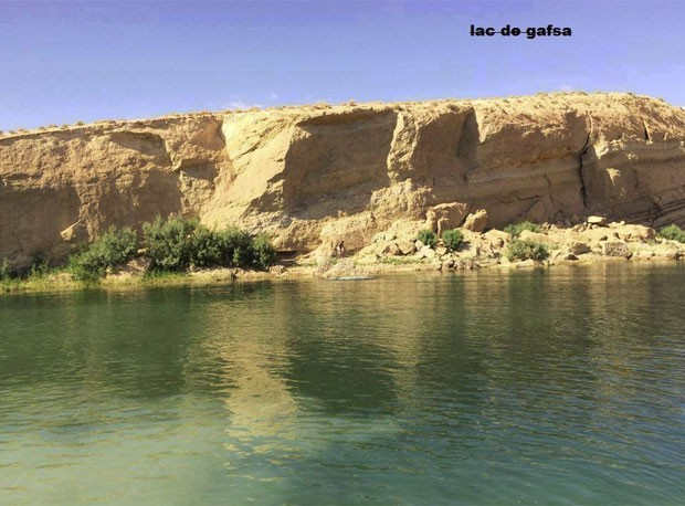 Lago misterioso apareceu no deserto da Tunísia há três semanas (Foto: Reprodução/Facebook/LAC de GAFSA)