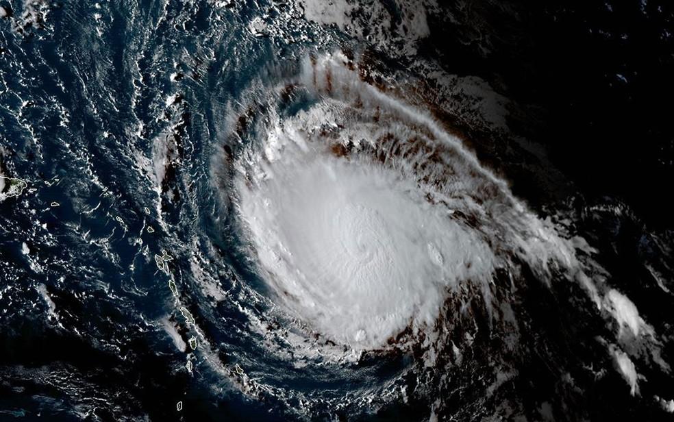 Imagem da Administração Nacional Oceânica e Atmosférica mostra o furacão Irma na segunda-feira (4) (Foto: HO/NOAA/RAMMB/AFP)