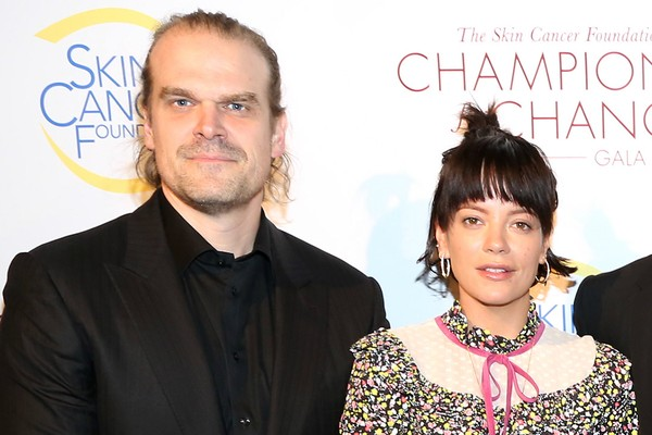 Lily Allen e David Harbour (Foto: Getty)