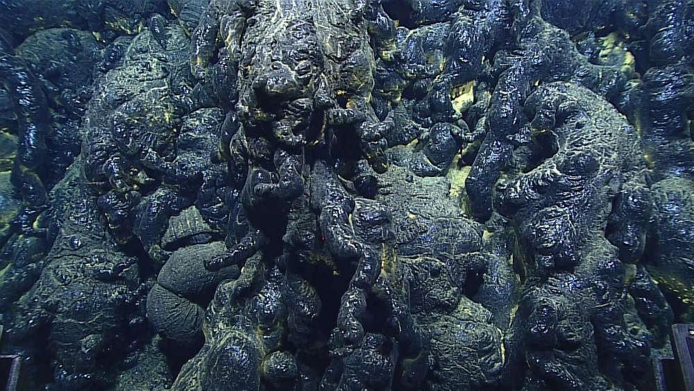 Lava nas profundezas da Fossa das Marianas  (Foto: Bill Chadwick, NOAA Exploration and Research Program and Pacific Marine Environmental Laboratory)