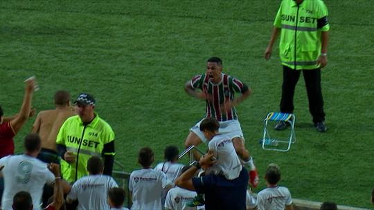 """Luciano explica """"cojones"""" à la Loco Abreu em comemoração por gol nos acréscimos no Fla-Flu"""