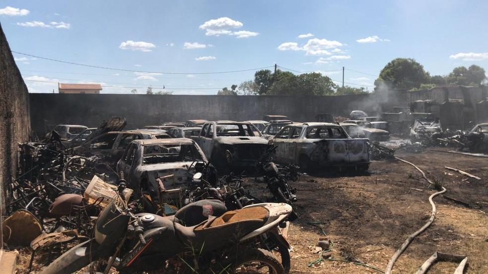 Pátio com veículos destruídos após o incêndio em Timon — Foto: Divulgação/Polícia Civil