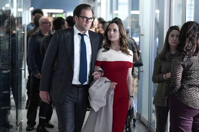 O ator Michael Weatherly e a atriz Eliza Dushku em cena da série Bull (Foto: Reprodução)