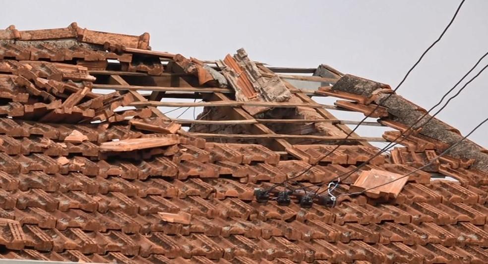 O Lar dos Idosos Nossa Senhora de Fátima teve danos no telhado em Pirassununga — Foto: Reprodução/EPTV