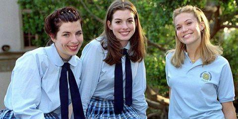 Anne Hathaway, Heather Matarazzo e Mandy Moore nos bastidores de 'O Diário da Princesa' (Foto: Reprodução / Redes Sociais)
