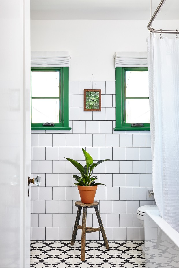 Décor do dia: lavabo vintage cheio de charme (Foto: Heidi's Bridge/Divulgação)