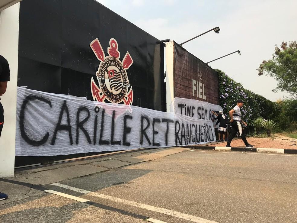 Carille foi um dos alvos da torcida do Corinthians — Foto: Marcelo Braga