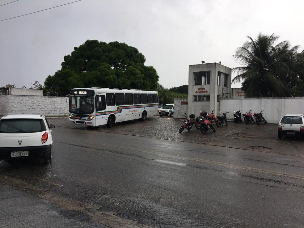 Ônibus começaram a sair das garagens às 7h — Foto: Alessandro Sousa/Inter TV Cabugi