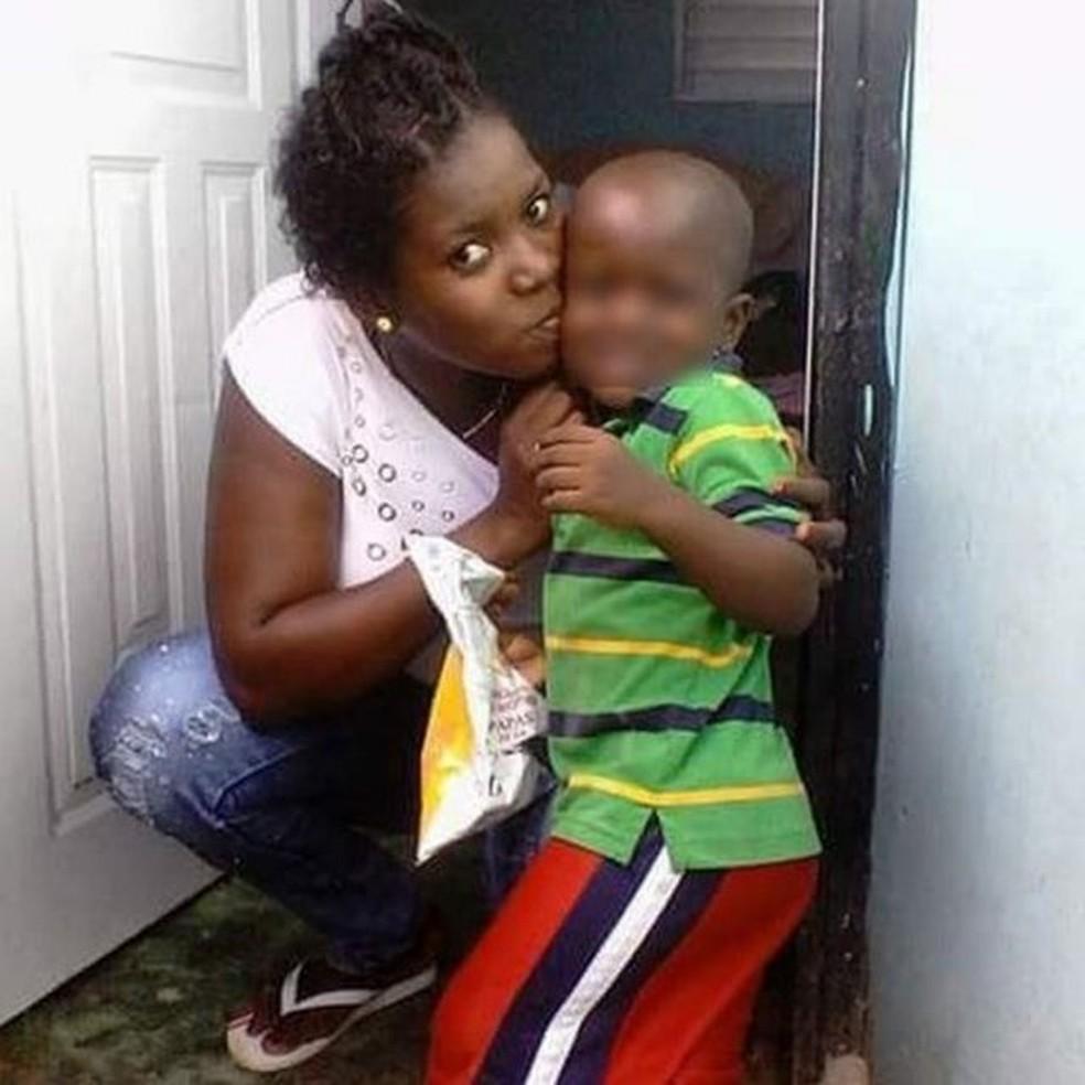 A haitiana Manite Carol Dorlean desistiu de viver no Brasil pelas dificuldades financeiras que enfrentava — Foto: Arquivo pessoal/Via BBC