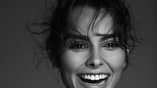 Conheça Anna Melo, atriz de 25 anos que estreia em 'Desalma' no papel da garota mais bonita da cidade