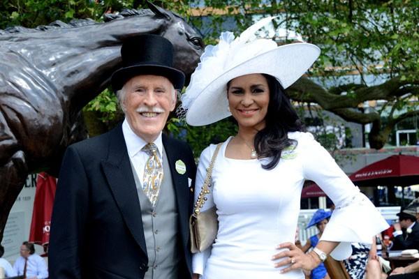 Bruce Forsyth deixou toda sua fortuna, avaliada em 11,7 milhões de libras (R$ 59,2 milhões), para sua última mulher, a ex-miss Wilnelia Merced (Foto: Getty Images)