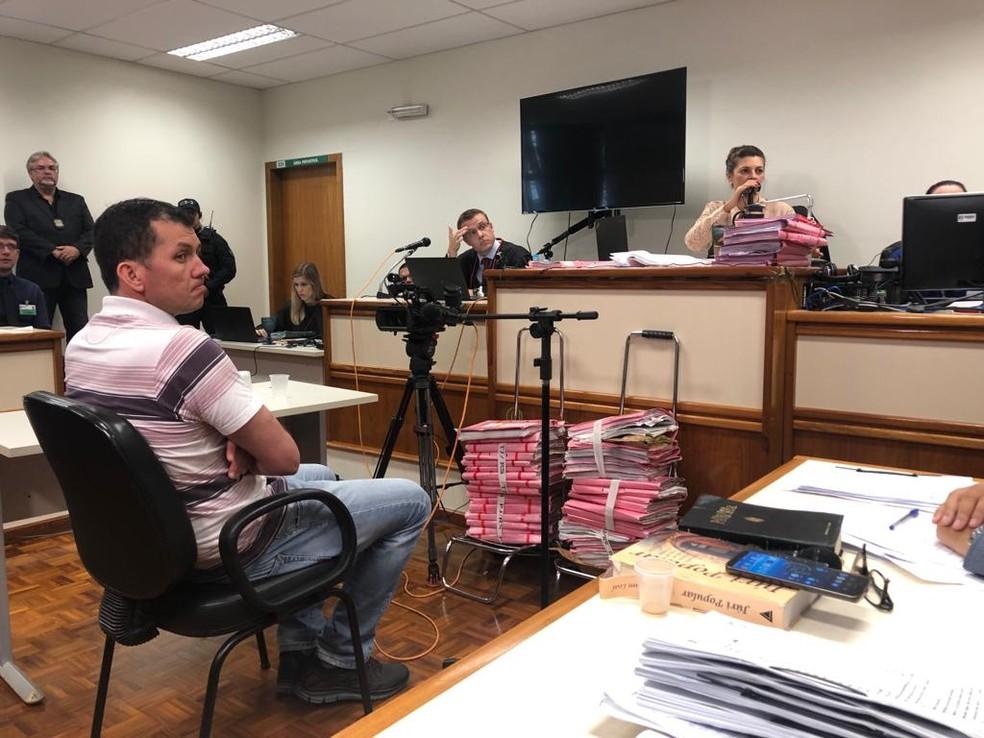 Evandro Wirganovicz sendo interrogado no julgamento em Três Passos — Foto: Joyce Heurich/RBS TV