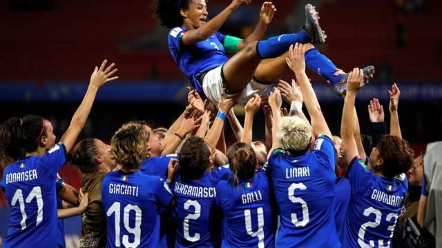 Itália comemora classificação mesmo após derrota para o Brasil